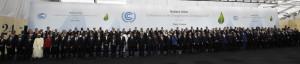 Foto di gruppo dei leader mondiali che partecipano alla conferenza sul clima di Parigi. (MARTIN BUREAU/AFP/Getty Images)