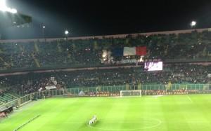 Palermo - Juventus 29 novembre 2015. La curva nord del Barbera espone la bandiera francese in ricordo delle vittime di Parigi. Fot di Gabriele Bonafede