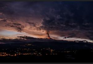 Etna in eruzione 5 dic 2015 foto di Gianluca Zappalà, pubblicata su meteoweb.eu