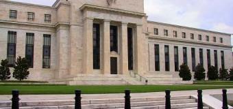 Gli USA alzano i tassi spiegando come e perché. Le borse reagiscono bene. Petrolio sempre più giù