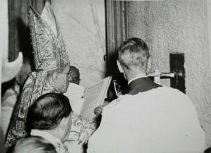 Pio-XII-abertura-Porta-Santa-Jubileu-1950_p