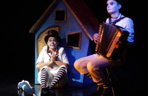 Clown e musicante Teatro Atlante