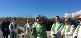 Gela. Messa del Vescovo e manifesti a lutto per la raffineria