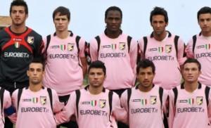 La squadra rosanero Primavera nella stagione 2009-2010 giocò con il tricoloro cucito sulla maglia.