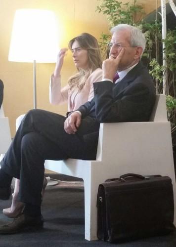 Maria Elena Boschi e Luciano Violante ascoltano attentamente