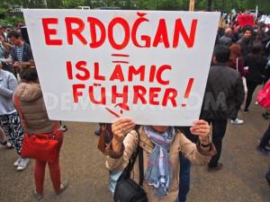 Proteste contro Erdogan nel 2013. Il capo di stato era già allora paragonato a Hitler
