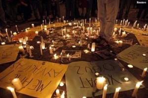 Turchia candele per i morti della protesta pacifica di Gezi Park, repressa con ferocia dalla polizia di Erdogan. Era il 2013. Foto tratta da da ibnlive.in.com