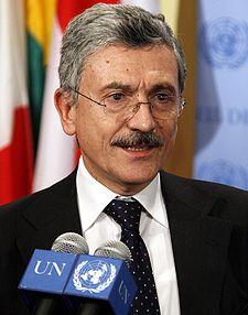 Massimo D'Alema, foto tratta da Wikipedia https://it.wikipedia.org/wiki/Massimo_D%27Alema#/media/File:Massimo_D%27Alema_ONU.jpg