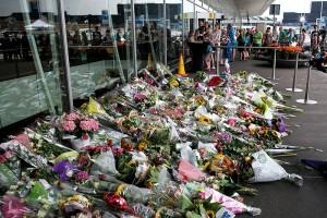 I fiori per le vittime all'aeroporto di Amsterdam
