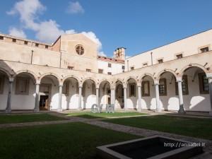 Il chiostro della Galleria d' Arte Moderna (GAM) a Palermo. Foto di Anna Fici