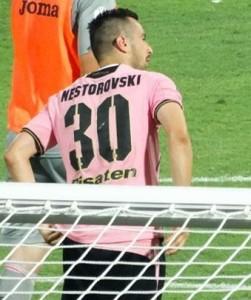 Nestorovski festeggia il compleanno con un gol. Ma di mezzo c'è uno scherzo da Pfreti