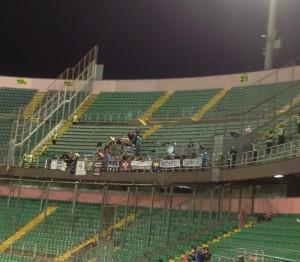 Pochi tifosi dell'Udinese, bagnati e infreddoliti, ma contenti.