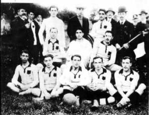 Una formazione del Palermo calcio nel 1910.