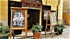 Il teatro-laboratorio dei pupi siciliani di Cuticchio, in via Bara all'Olivella a Palermo. Foto di Giusi Andolina