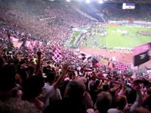 Tifosi rosanero allo stadio olimpico di Roma per la finale di Coppa Italia del 2011