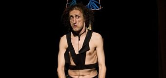 """Magia nera e smascheramento al Teatro Biondo: Rezza con """"Fratto X"""""""
