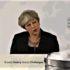 Theresa May scopre l'acqua calda dispensando aria fritta in Italia