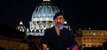 Salvini si autoproclama Papa, Anticristo e Guardia Svizzera