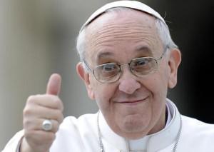 Papa Francesco con pollice alzato