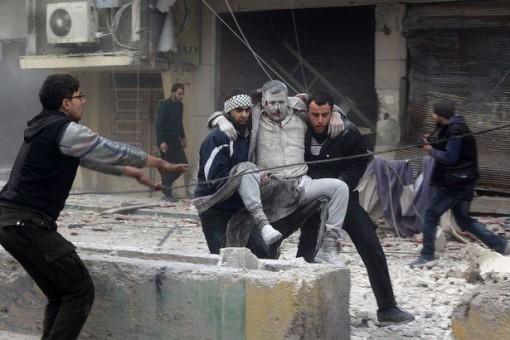 Siria uomo ferito trasportato
