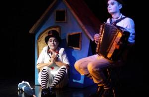 Clown e musicante Teatro Atlante