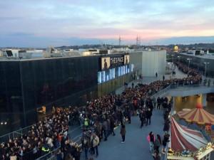 L'attesa dei fan. Foto di Ylenia Lupo