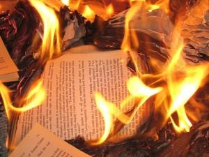 Libri bruciati Ucraina