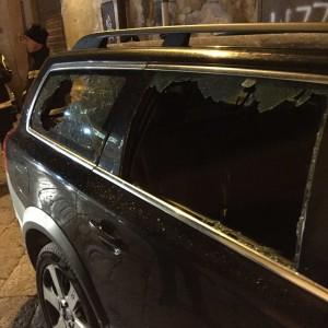 L'auto della Petyx danneggiata.
