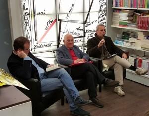 Pasquale Hamel (al centro) presenta Averroè alla Libreria Macaione di Palermo