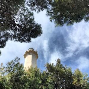 Il faro di Taranto immerso nel verde. Foto di Aurora Gabriele