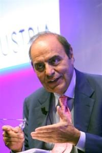 Bruno Vespa. Foto tratta da wikipedia. Di Roberto Vicario - R. Vicario, CC BY-SA 3.0, https://commons.wikimedia.org/w/index.php?curid=8045179