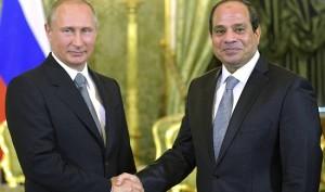 Mani strette tra Egitto e Russia. Foto tratta da Euronews.