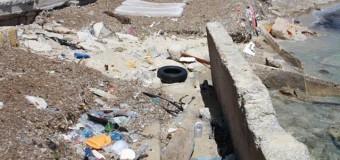 Da spiaggia a discarica, la triste storia di Santa Flavia