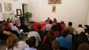 Leoluca Orlando con i lavoratori di Almaviva