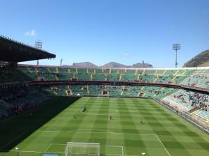 Palermo - Sampdoria 2-0, molti abbonati non sono riusciti a entrare nonostante la tessera con fotografia. Era richiesto anche un documento d'identità.