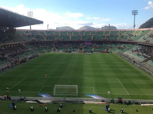 Palermo - Sampdoria 2-0  del primo maggio 2016: solo bandiere e striscioni blucerchiati ammessi allo Stadio Barbera di Palermo
