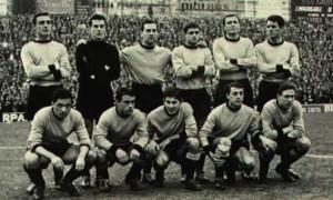 Formazione del Palermo 1959-60. L'ultimo campionato in cui si giocò la salvezza all'ultima giornata. Ma quella volta era in ritardo di punto.