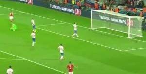 Bale segna. E sono tre.