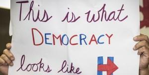 Uno degli slogan di Hillary nel confronto Clinton-Trump per la presidenza USA 2016