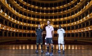 Le maglie del Palermo al Teatro Massimo