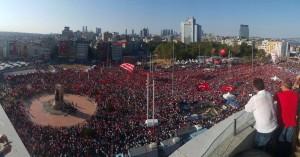 Turchia, la manifestazione del 24 luglio 2016 organizzata dalle opposizioni. Foto twittata da esponenti del CHP principale partito d'opposizione