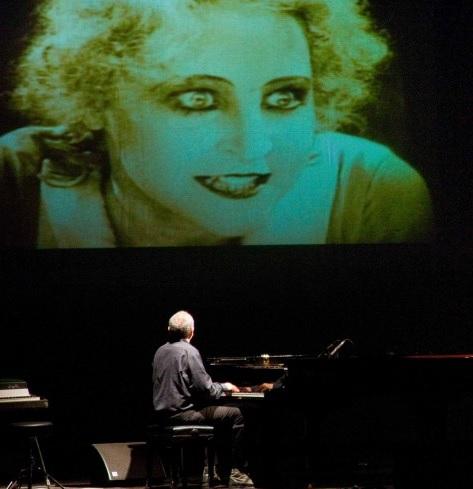 Pianoforte e cinema muto foto tratta da zero.eu