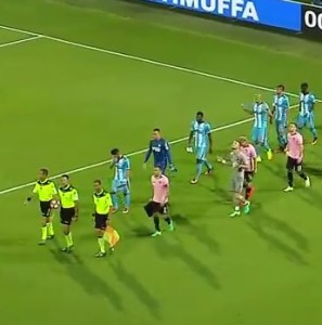 Due squadre che cercano ispirazione entrano in campo: Palermo e Marsiglia.