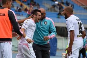 Nestorovski e Aleesami esultano. E' il primo gol del macedone in Serie A. Foto tratta dalla pagina Facebook Palermo Calciomercato 24 H su 24