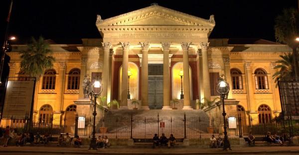 Quella scritta sul  Teatro Massimo...