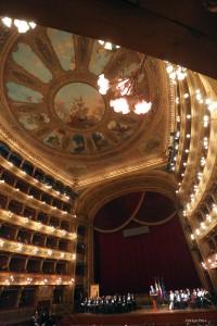 Interno del Teatro Massimo. Foto di Igor Petyx