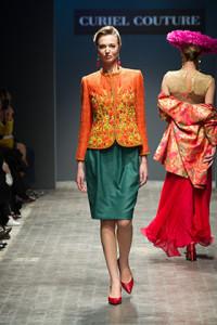 Un modello della Collezione Raffaella Curiel 2016, tratto dal sito della stilista