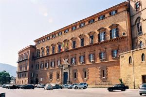 Palazzo dei Normanni a Palermo, sede dell'Assemblea Regionale Siciliana (ARS) che legifera in materia di santà