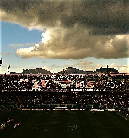 Palermo calcio tra storia e bufera. La curva nord per la partita 100 in seire A. Foto di Gabriele Bonafede.