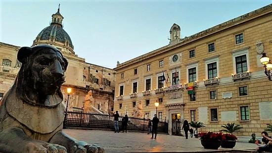 A pochi passi da  Piazza Pretoria e il Municipio di Palermo... Foto di Giusi Andolina